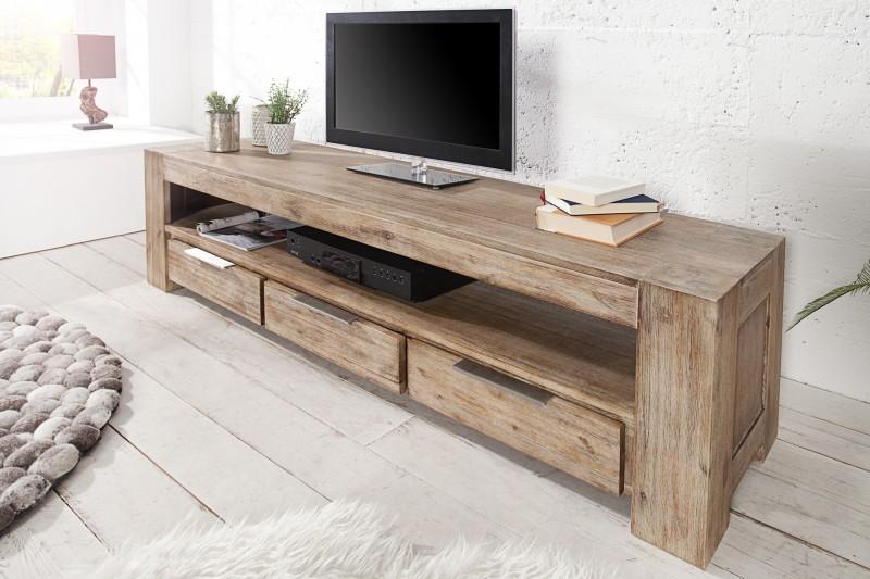 e6e39bcc2 TV stolík z masívneho dreva GIANT II AKAZZIE. Nábytok Reaction.